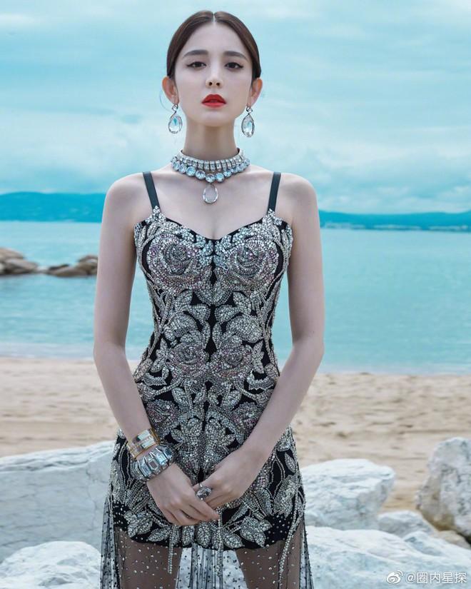 """Mỹ nhân bị nhầm với Ngọc Trinh: Nàng công chúa Hoa ngữ đẹp """"ná thở"""" tại Cannes bất chấp ảnh không photoshop - Ảnh 8."""
