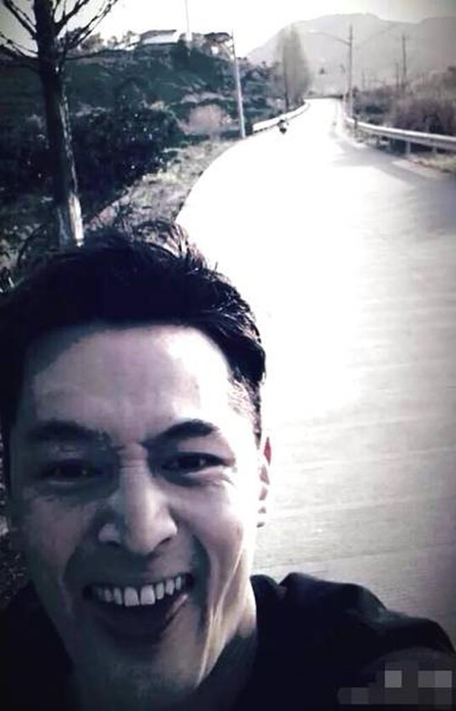 """Góc sự thật: Ngỡ là nam thần lạnh lùng, hóa ra Hồ Ca lại là """"nam thần… kinh"""" với chùm ảnh selfie có 1-0-2 này - Ảnh 4."""