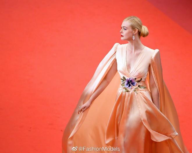 """""""Giám khảo trẻ nhất lịch sử Cannes"""" Elle Fanning: Đẹp vô thực, từ bóng của chị gái thành """"cô tiên nước Mỹ"""" quyền lực - Ảnh 20."""