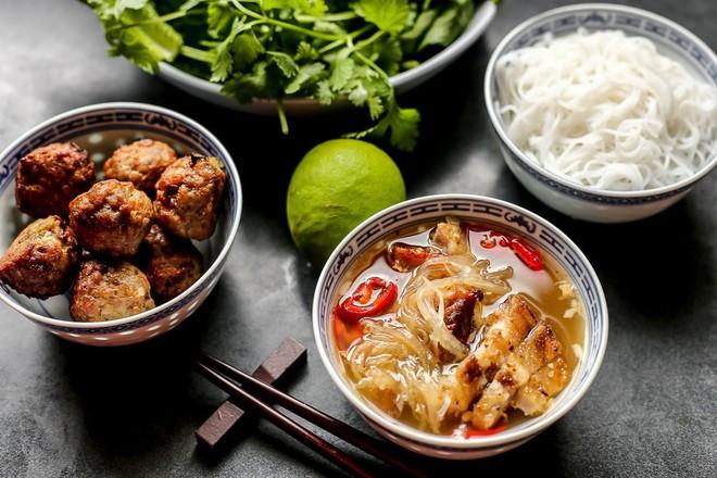 Mỗi miền tổ quốc Việt Nam đều có một vài món bún nức tiếng, dành cả thanh xuân chắc cũng chưa ăn được hết - Ảnh 1.