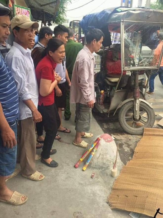 Hà Nội: Người đàn ông chạy xe máy bị xe ba gác mất phanh đè trúng, tử vong tại chỗ - Ảnh 2.