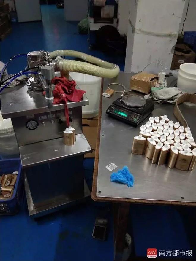 Trung Quốc phát hiện cơ sở làm giả hơn 7.000 lọ kem chống nắng Anessa, nhiều shop Việt Nam bán chỉ bằng 1/10 giá gốc - Ảnh 2.