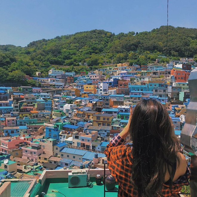 Làng cổ Gamcheon: Từ một khu ổ chuột trở thành Santorini của Hàn Quốc - Ảnh 1.