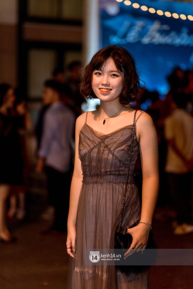 Nữ sinh lớp 12 trường Chu Văn An lột xác quyến rũ bất ngờ, sexy hết nấc trong tiệc trưởng thành đầy sang chảnh - Ảnh 4.
