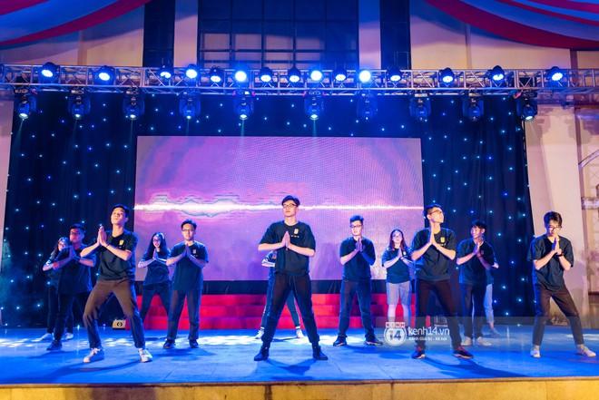 Nữ sinh lớp 12 trường Chu Văn An lột xác quyến rũ bất ngờ, sexy hết nấc trong tiệc trưởng thành đầy sang chảnh - Ảnh 9.