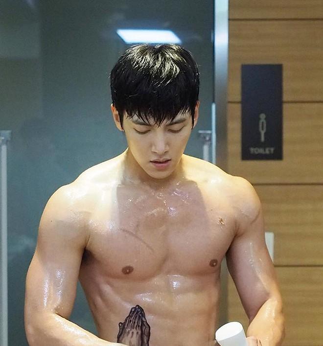 Gây sốc vì tăng hơn 11kg trong quân ngũ, tài tử Ji Chang Wook tiết lộ lý do và ai ngờ là vì món ăn khối người mê - Ảnh 3.