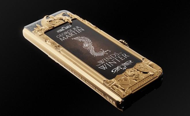 Chiêm ngưỡng Galaxy Fold dát vàng cho fan cuồng Game of Thrones: Vỏn vẹn 7 chiếc, đắt gần 200 triệu đồng - Ảnh 3.