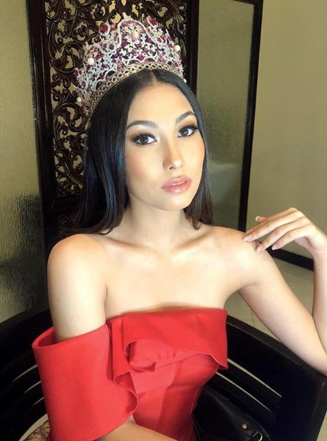 Phản ứng bất ngờ của đối thủ nặng ký nhất nhì khu vực Châu Á với Hoàng Thùy trước thềm Miss Universe 2019 - Ảnh 2.