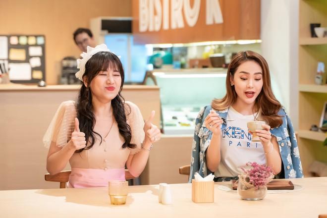 Hari Won làm cô phục vụ cho Minh Hằng, Lan Ngọc, Eunjung (T-ara)... trong show thực tế mới - Ảnh 3.