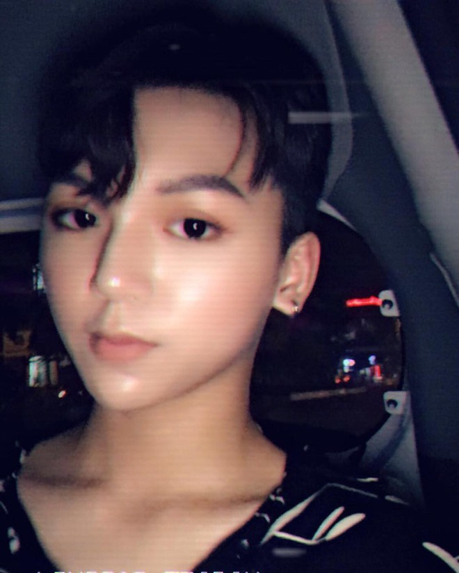 Bạn thân Linh Ka - Long Bi khiến dân tình xôn xao với chiếc cằm nhọn hoắt, make-up cực giống Soobin Hoàng Sơn - Ảnh 2.