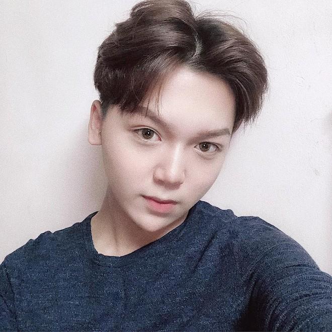 Bạn thân Linh Ka - Long Bi khiến dân tình xôn xao với chiếc cằm nhọn hoắt, make-up cực giống Soobin Hoàng Sơn - Ảnh 3.