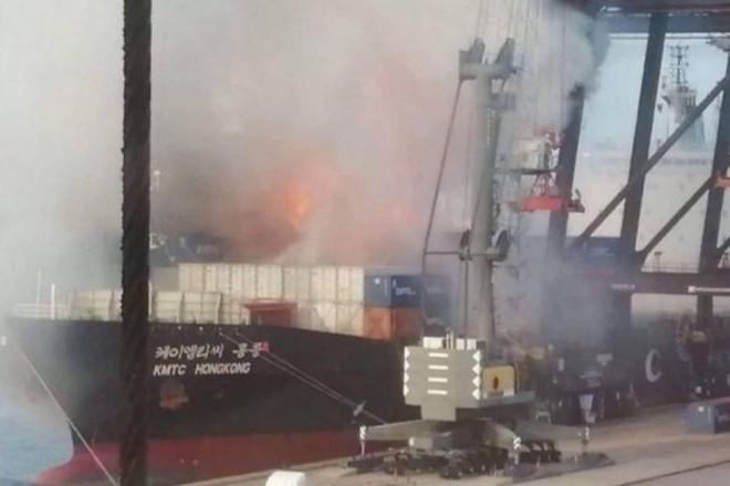 Cháy nổ tàu hàng tại Thái Lan, ít nhất 50 người bị thương - Ảnh 3.