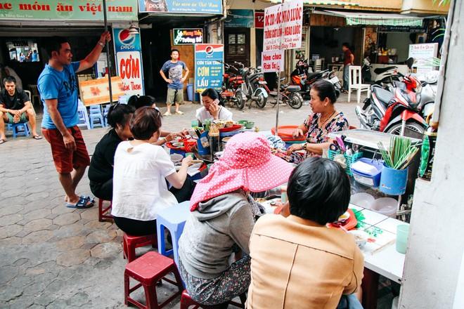 """1001 quán ốc """"sương sương"""" cho anh chị em Hà Nội tranh thủ đi ăn nhân ngày mát mẻ - Ảnh 3."""