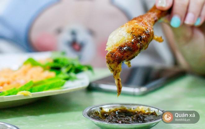 Sài Gòn giòn tan với một list địa chỉ cơm gà xối mỡ - Ảnh 1.