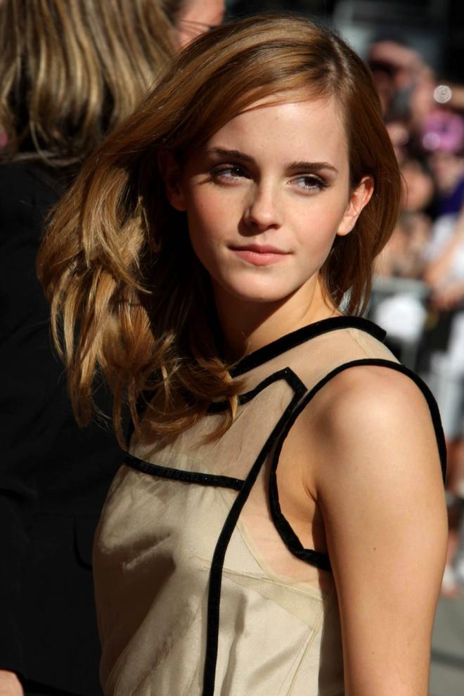 """Hành trình tuột dốc nhan sắc của Emma Watson sau 18 năm: Ai ngờ """"Bông hoa đẹp nhất nước Anh"""" lại chóng tàn đến vậy - Ảnh 4."""