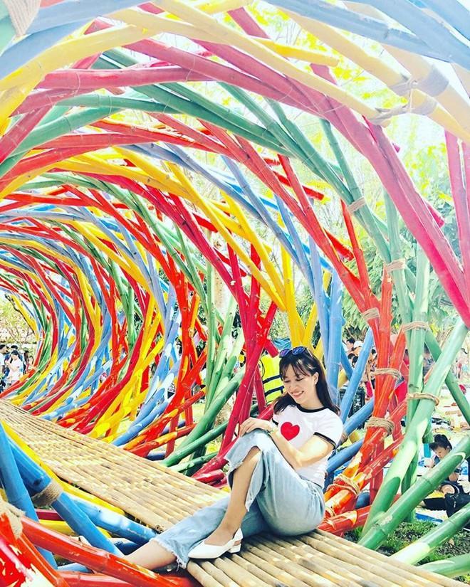 Hot hòn họt công viên Suối Mơ ngay sát Sài Gòn: Lên hình có vẻ ảo đấy nhưng ngoài đời có phải hơi sến không? - Ảnh 11.