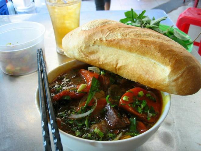 Chuyên trang du lịch uy tín quốc tế nhận định có tận... 11 món ăn Việt Nam ngon không kém gì phở trong mắt du khách nước ngoài - Ảnh 2.