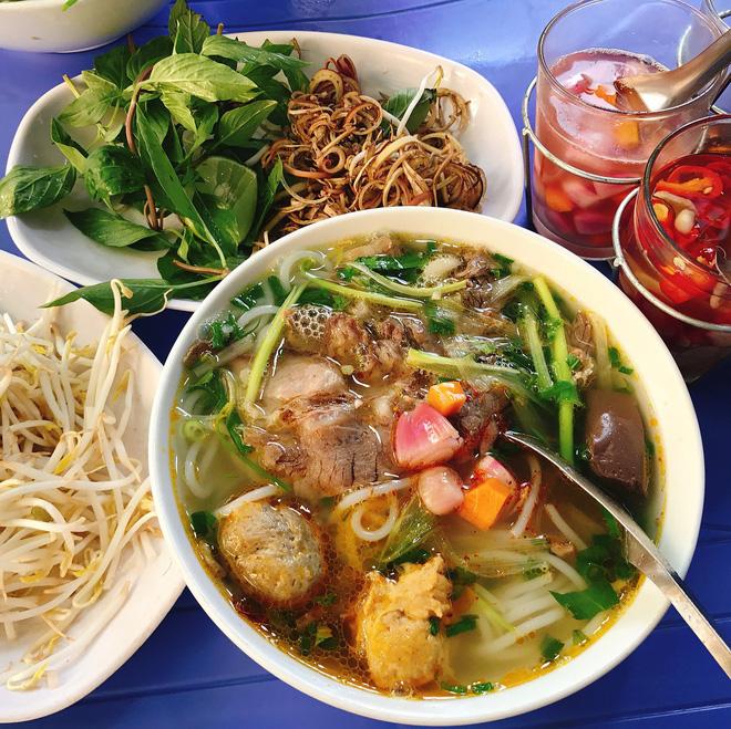Chuyên trang du lịch uy tín quốc tế nhận định có tận... 11 món ăn Việt Nam ngon không kém gì phở trong mắt du khách nước ngoài - Ảnh 3.