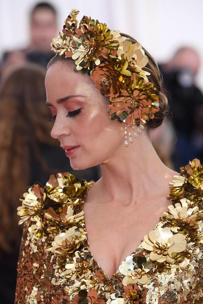 Nào chỉ có váy áo làm màu, Met Gala 2019 còn ngập tràn những khoảnh khắc beauty đẹp đến mộng mị - Ảnh 13.