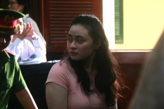 Hot girl Ngọc Miu - mắt xích vụ ma túy khủng liên tục rơi nước mắt và lý giải về biệt danh trước tòa - Ảnh 3.