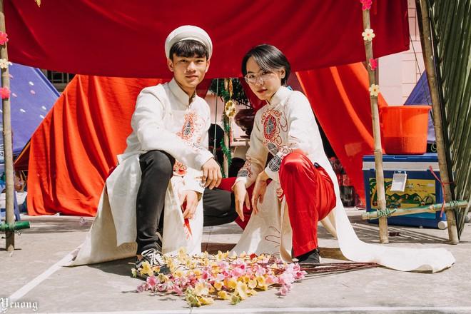 Học sinh tổ chức hội trại xịn sò phiên bản đám cưới, nhưng dàn trai xinh gái đẹp bê tráp mới là điều chiếm spotlight - Ảnh 4.
