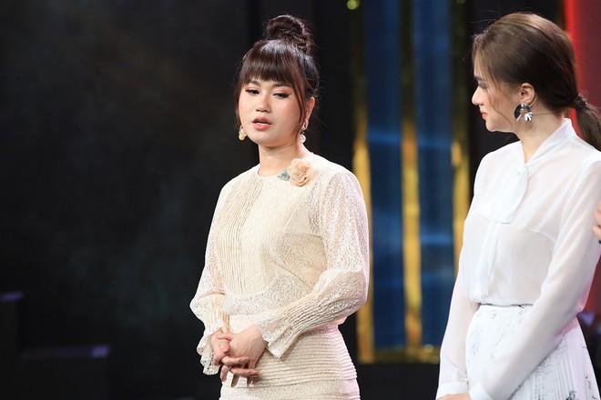 Cười ra nước mắt: Lâm Vỹ Dạ phải tháo tóc giả ra trên sân khấu vì liên tục bị phũ - Ảnh 3.