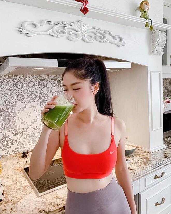 Sau Kylie Jenner, loạt sao Việt đã bắt trend uống nước ép cần tây để tốt cho cả nhan sắc lẫn sức khỏe - Ảnh 12.