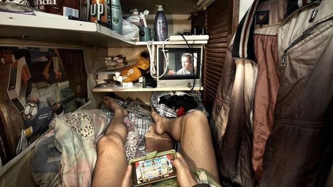 Cuộc sống của người đàn ông vô gia cư gốc Việt ở nơi nghèo nhất Hong Kong và sự tương phản nghiệt ngã của thành phố hoa lệ bậc nhất hành tinh - Ảnh 12.