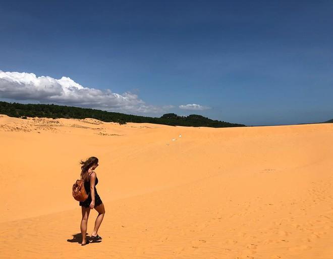 Du khách phản ứng trái chiều trước thông tin đồi cát bay Mũi Né dự ...
