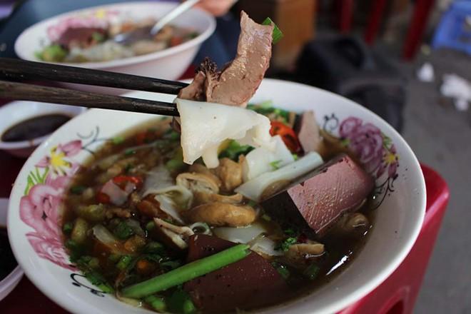 Điểm danh 4 món hủ tiếu mang âm hưởng của 4 vùng đất khác nhau ngay tại Sài Gòn - Ảnh 7.