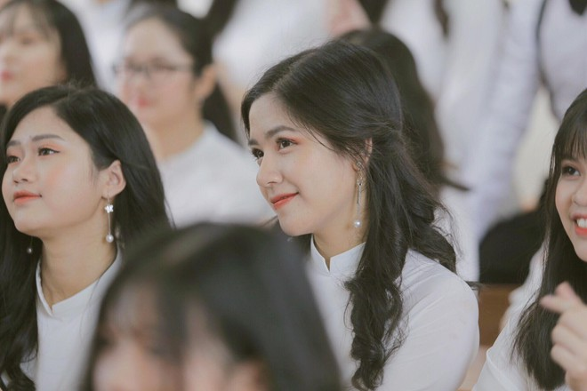 Nữ sinh Lào Cai từng gây thương nhớ với bức ảnh mặc áo dài trong trẻo như thiên thần được tuyển thẳng vào Đại học - Ảnh 5.