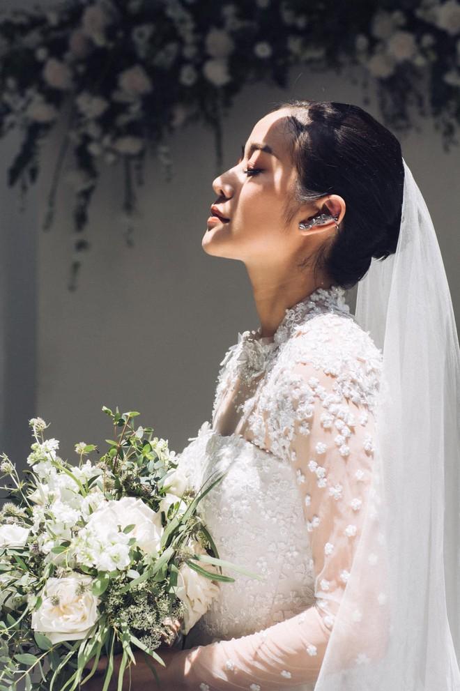 Khoe ảnh cưới lộng lẫy, Bảo Thanh, Thu Quá»³nh và nhiều sao Việt đồng loạt chúc mừng MC Phí Linh - Ảnh 2.