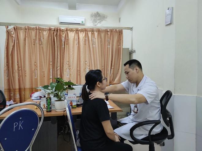 Tự chữa bệnh về tuyến giáp bằng phương pháp thầy lang, cô gái Hải Phòng bị nhiễm trùng nghiêm trọng vùng cổ - Ảnh 4.