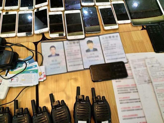 TP.HCM: 20 đối tượng giả làm Công an Trung Quốc sử dụng hàng chục thiết bị điện tử để lừa đảo - Ảnh 2.