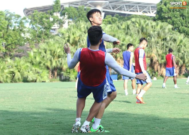 Đúng là Mạnh gắt: Chỉ tập luyện thôi cũng đấm Thành Chung không trượt phát nào - Ảnh 3.