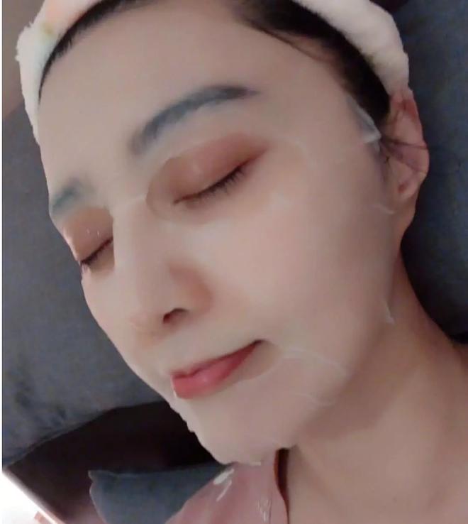Hình ảnh selfie hiếm hoi của Phạm Băng Băng sau thời gian dài ở ẩn: Ai mà ngờ mỹ nhân này đã U40! - Ảnh 4.