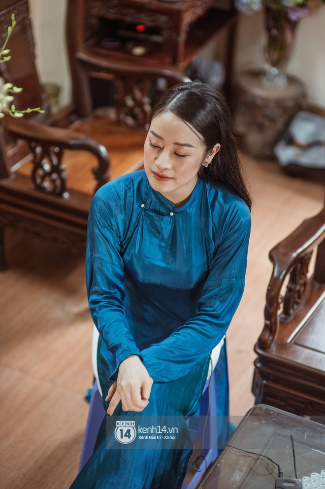 Ngắm MC Phí Linh đẹp nền nã khi diện 2 bộ áo dài trong lễ ăn hỏi với bạn trai đồng nghiệp - Ảnh 2.