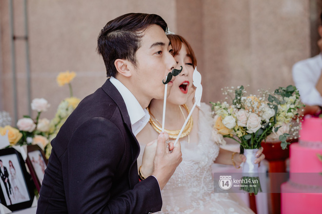Cris Phan diện vest lịch lãm sánh đôi cùng Mai Quỳnh Anh khui sâm banh ở nhà hàng tiệc cưới - Ảnh 19.