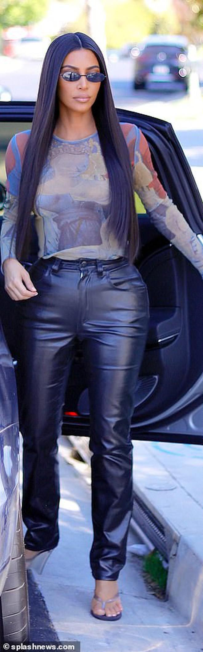 Vòng 3 ngoại cỡ của Kim Kardashian lại gây tranh cãi: Body đồng hồ cát tiêu chuẩn hay càng nhìn càng dị? - Ảnh 3.