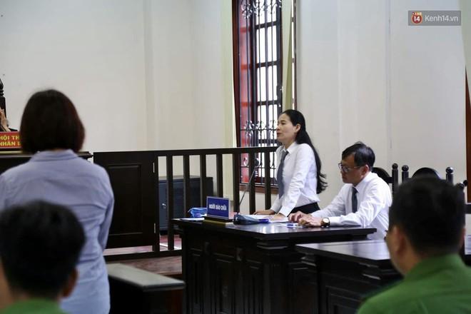 Nữ tài xế BMW vẫy tay chào người thân sau khi bị tuyên phạt 3 năm 6 tháng tù - Ảnh 14.