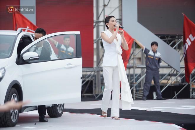 VinFast bàn giao hàng trăm xe ô tô Fadil, khách hàng tự hào: Người Việt dùng hàng Việt! - Ảnh 2.