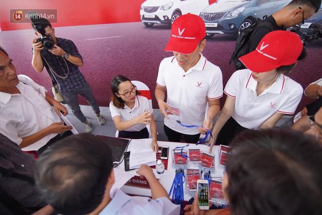 VinFast bàn giao hàng trăm xe ô tô Fadil, khách hàng tự hào: Người Việt dùng hàng Việt! - Ảnh 3.