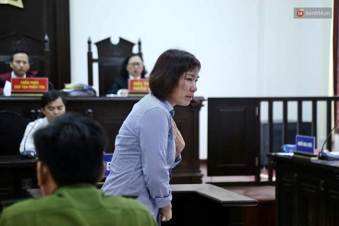 Nữ tài xế BMW vẫy tay chào người thân sau khi bị tuyên phạt 3 năm 6 tháng tù - Ảnh 8.