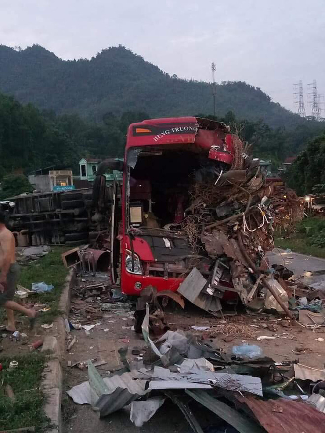 Hòa Bình: Xe tải va chạm xe khách lúc nửa đêm, 3 người chết 31 người bị thương - Ảnh 1.