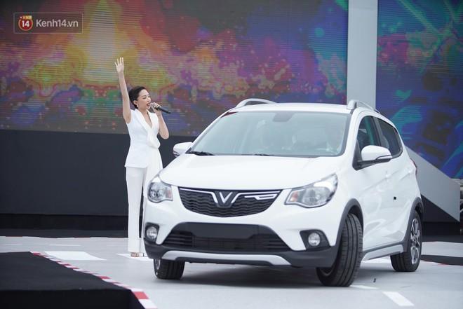 VinFast bàn giao hàng trăm xe ô tô Fadil, khách hàng tự hào: Người Việt dùng hàng Việt! - Ảnh 5.