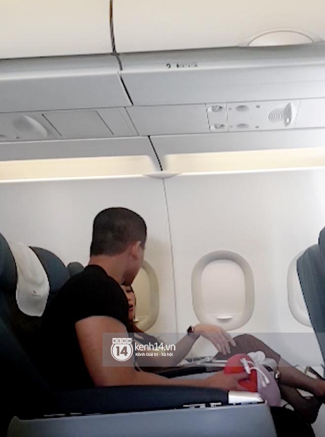 Độc Quyền: Mỹ Tâm nựng má Mai Tài Phến trên máy bay và loạt bằng chứng hẹn hò chàng diễn viên kém 10 tuổi! - Ảnh 12.