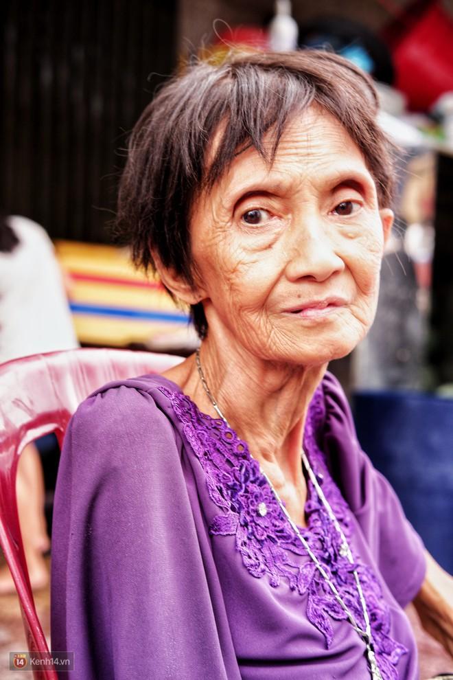 Bà cụ gầy gò với cân nặng chỉ 25kg ở Sài Gòn, 30 năm tần tảo bên gánh chè nuôi gia đình - Ảnh 2.