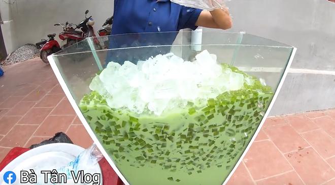 Bà Tân Vlog lần đầu làm cốc trà Thái siêu to khổng lồ sau gần 60 nồi bánh chưng - Ảnh 8.