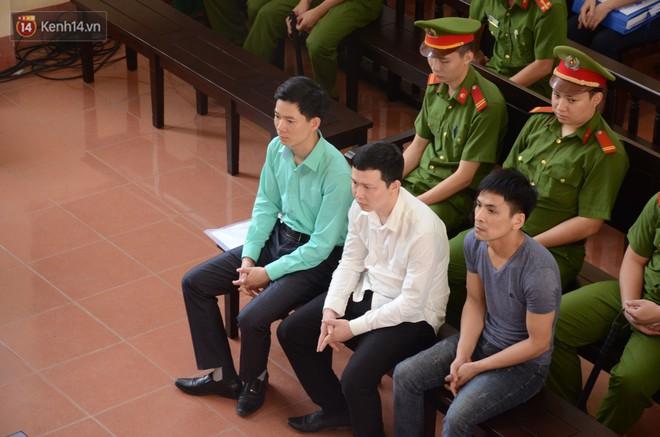 Bác sĩ Hoàng Công Lương không được hưởng án treo, bị tuyên phạt 30 tháng tù giam - Ảnh 2.