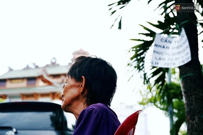 Bà cụ gầy gò với cân nặng chỉ 25kg ở Sài Gòn, 30 năm tần tảo bên gánh chè nuôi gia đình - Ảnh 6.